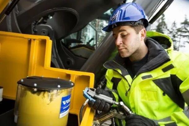沃宝典丨液压挖掘机的安全操作指南